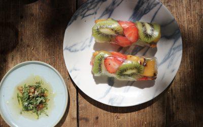 Fruit springrolls met munt-noten dip