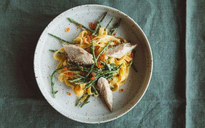 Voorproefje uit mijn nieuwe kookboek! Tagliatelle met beurre blanc, zeekraal, gerookte forel en foreleitjes