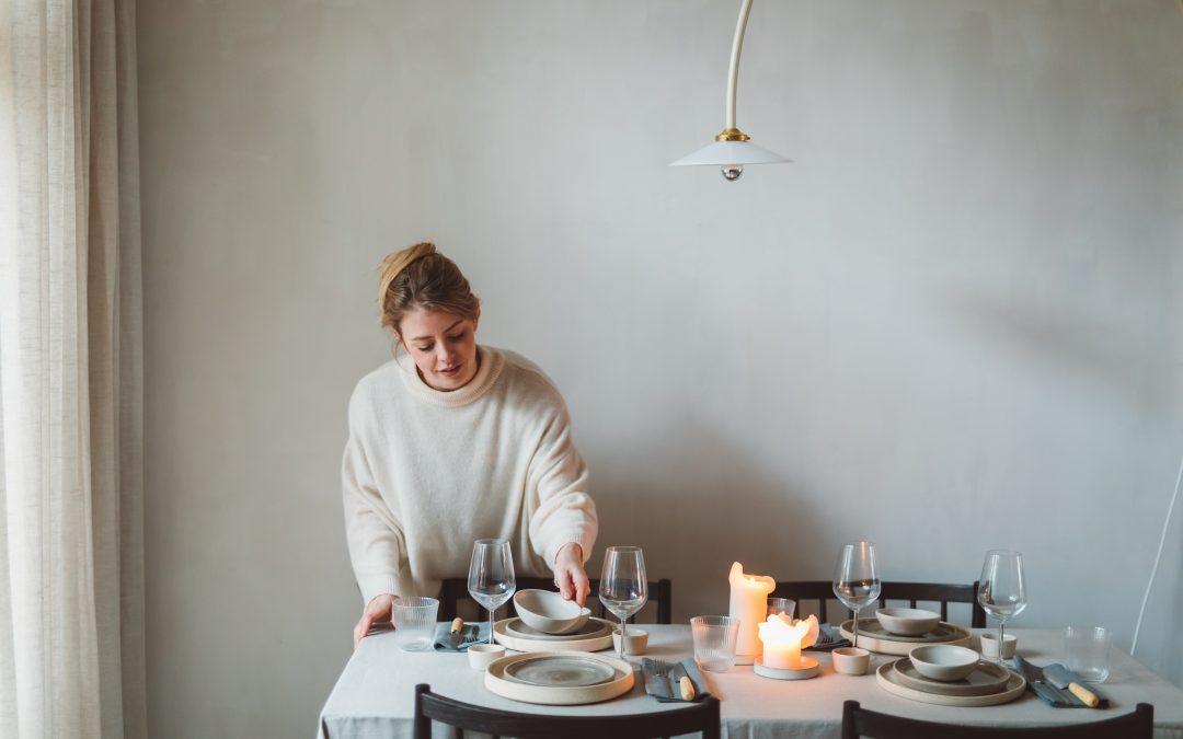 Een feestelijk etentje organiseren? Het begint bij de tafel dekken