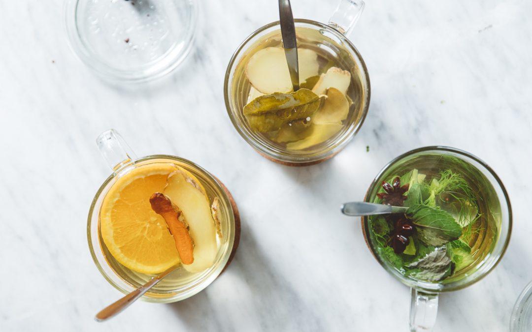 Kurkuma-gember-sinaasappelthee