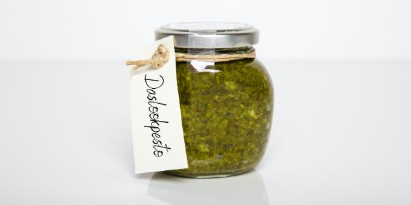 Pesto van daslook en gerookte amandelen